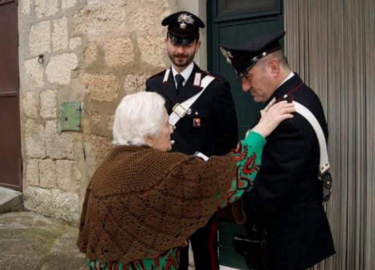 Carabinieri-con-anziani.jpg