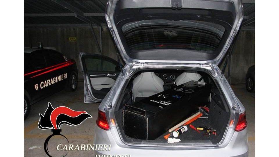 Audi rs3 rubata nasconta in un garage arrestato un for Un garage per auto