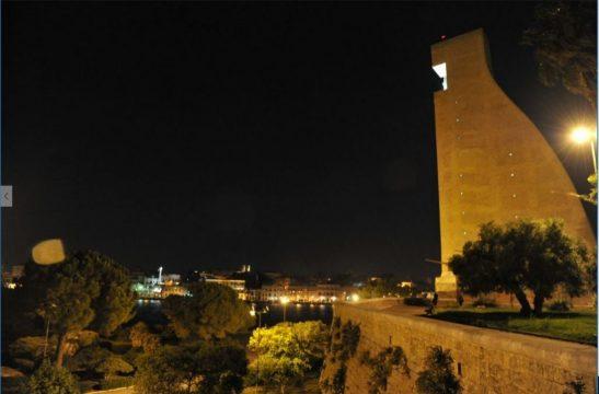 Monumento-al-Marinaio-di-sera.jpg