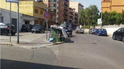 POLIZIA MUNICIPALE A CACCIA DI INCIVILI CHE CONFERISCONO RIFIUTI FUORI ORARIO