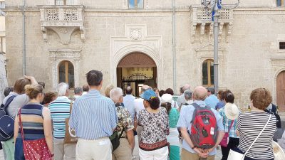 TURISMO – M5S: DETRAZIONE DELLE SPESE DI SOGGIORNO PER CHI VIENE IN PUGLIA