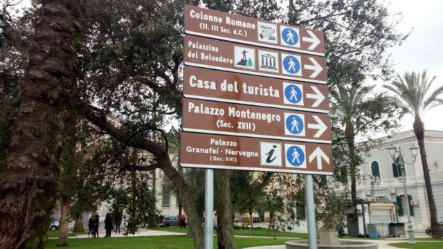 turisti-segnaletica.jpg