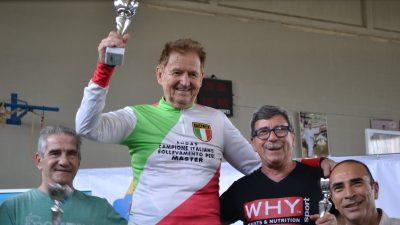 CAMPIONE DI SOLLEVAMENTO PESI A 81 ANNI