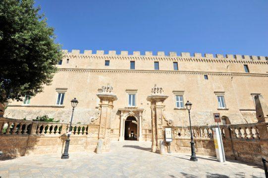 FRANCAVILLA-COMUNE-Castello-Imperiali.jpg