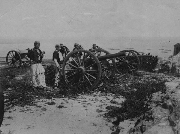 Artiglieria-albanese-durante-la-guerra-di-Valona-contro-gli-italiani-nel-1920.jpg